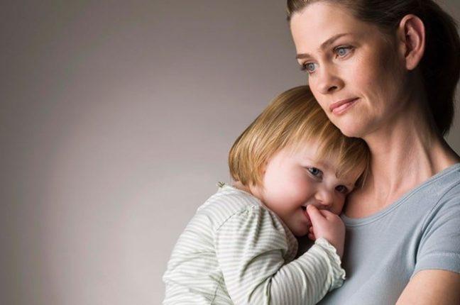 Помощь матерям-одиночкам повысят в два этапа