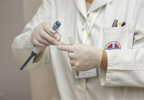 Бывших медиков и студентов просят стать волонтерами в случае ухудшения ситуации с пандемией коронавируса