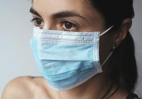 Украинцев призывают носить маски в общественных местах