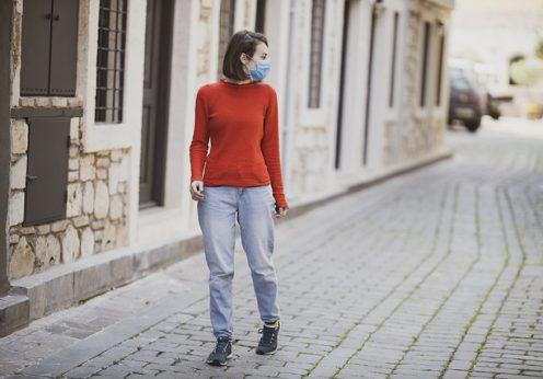 В Минздраве разъяснили, где нужно носить респираторы и маски