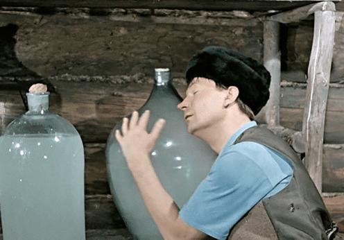 В Одесской области мужчина трижды вламывался в дом экс-супруги, чтобы выпить ее вино