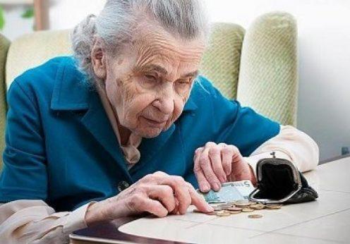 Пенсионерка считает копейки