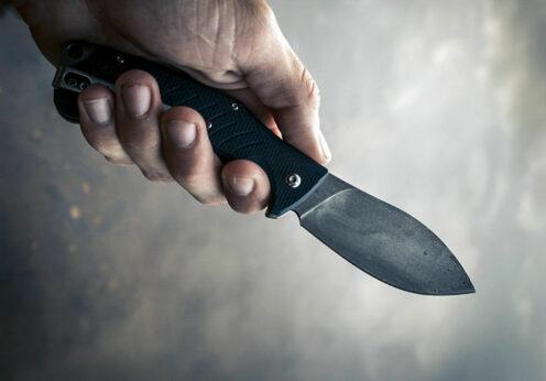 Приставил нож к шее: одессит ограбил незнакомку в центре города