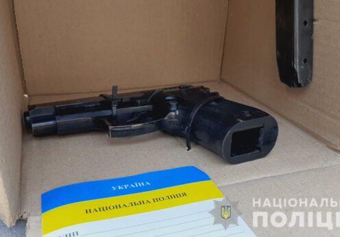В Одессе разбойники угрожая пистолетом отнимали телефон у парней