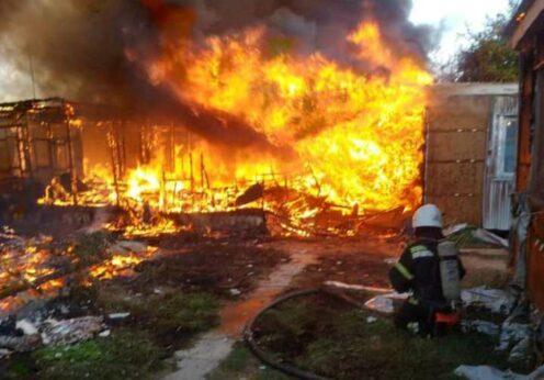 Пожар на базе отдыха в Затоке