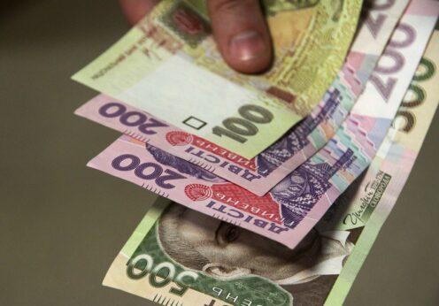 В Одесской области полицейские объявили подозрения двум должностным лицам в подделке документов, служебной халатности и присвоении почти 200 000 гривен бюджетных средств